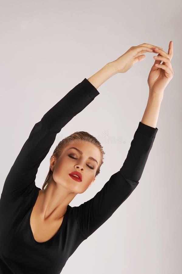 Девушка в гимнастическом костюме стоковая фотография rf