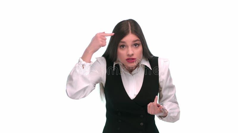 Девушка в деловом костюме показывает и обвиняет тупоумие акции видеоматериалы