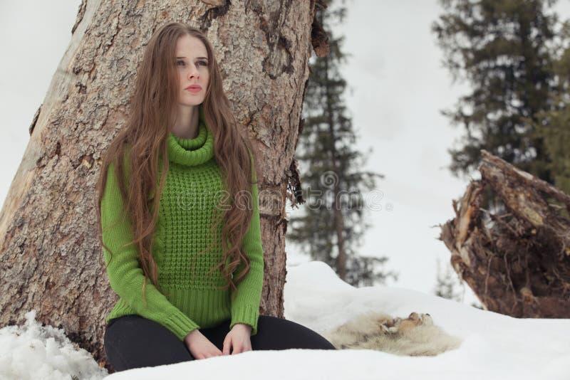 Девушка в зеленом цвете стоковое фото rf