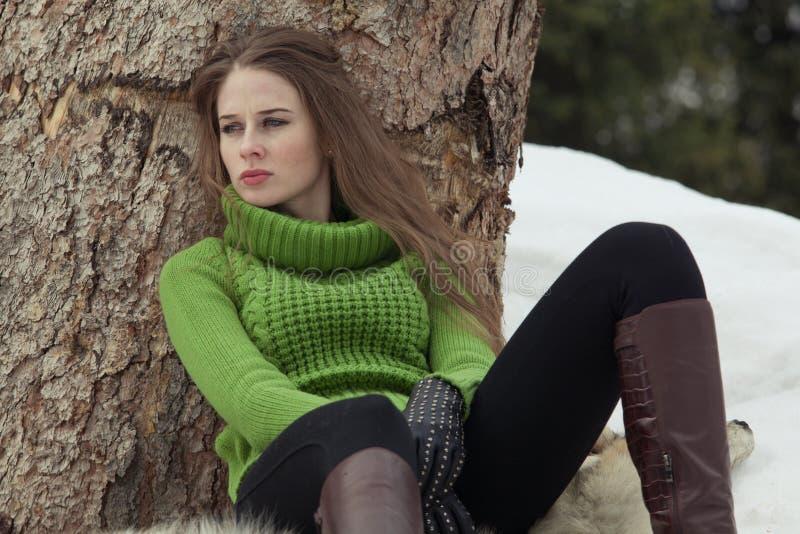 Девушка в зеленом цвете стоковое изображение rf
