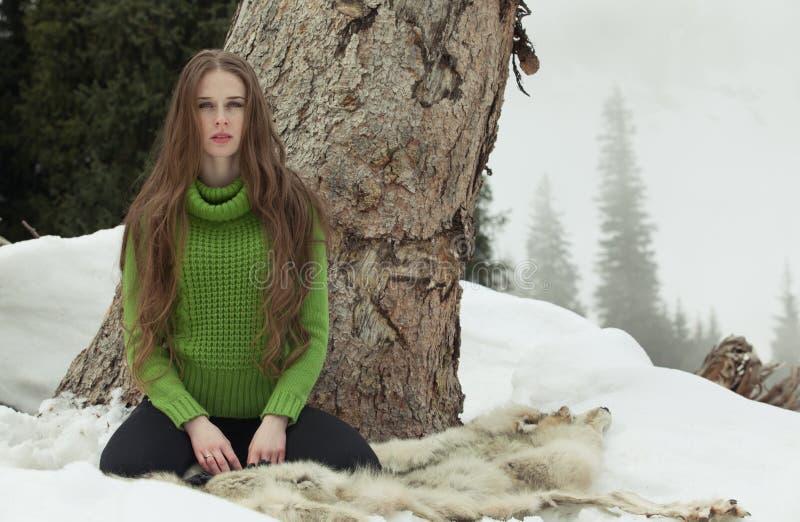 Девушка в зеленом цвете стоковые изображения