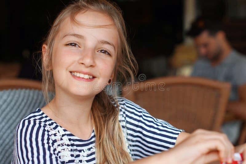 Девушка в кафе стоковые фото