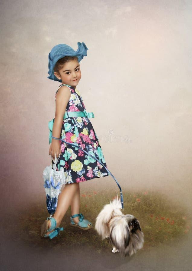 Девушка в крышке и собаке стоковое изображение
