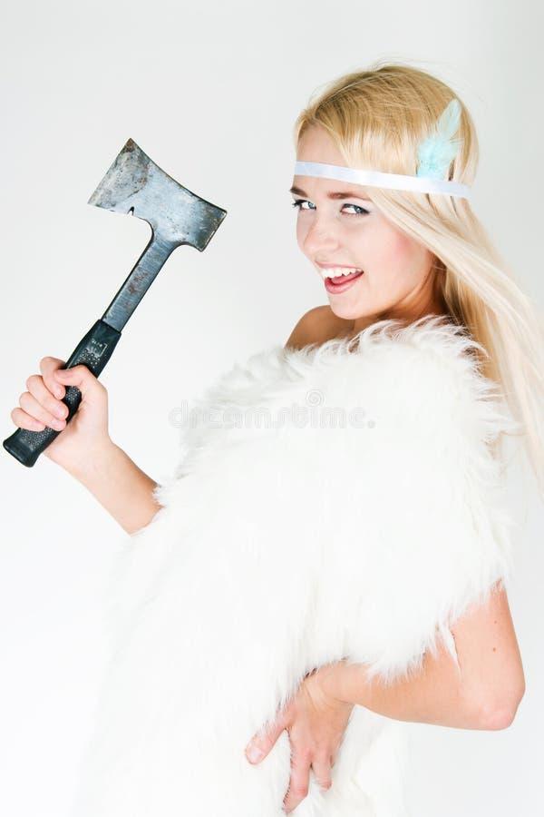 Девушка в накидке меха с осью стоковые фотографии rf