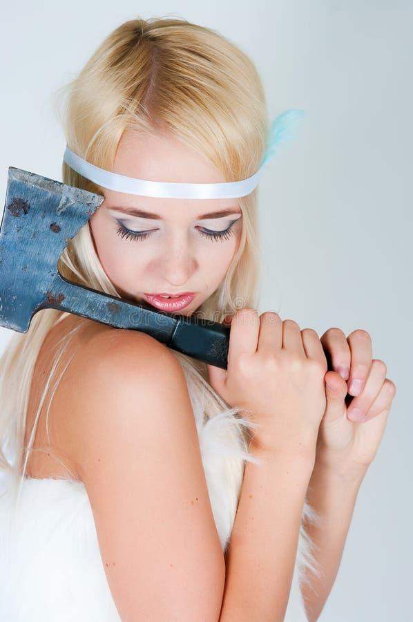 Девушка в накидке меха с осью стоковые изображения rf