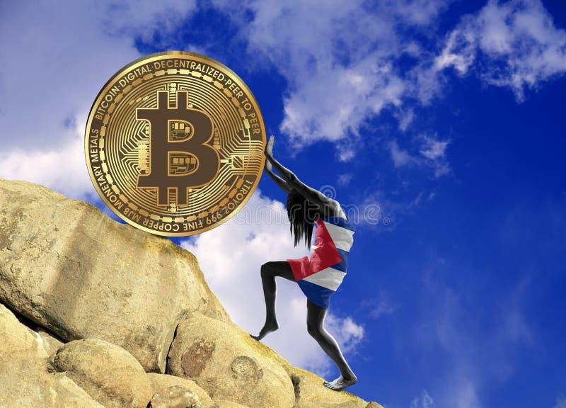 Девушка, в оболочке во флаге Кубы, поднимает монетку bitcoin вверх по холму иллюстрация вектора