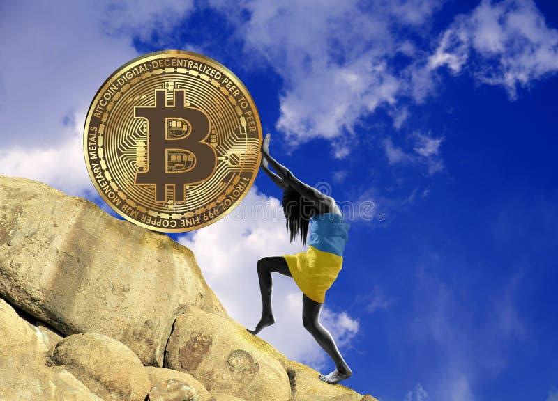Девушка, в оболочке во флаге Украины, поднимает монетку bitcoin вверх по холму иллюстрация штока