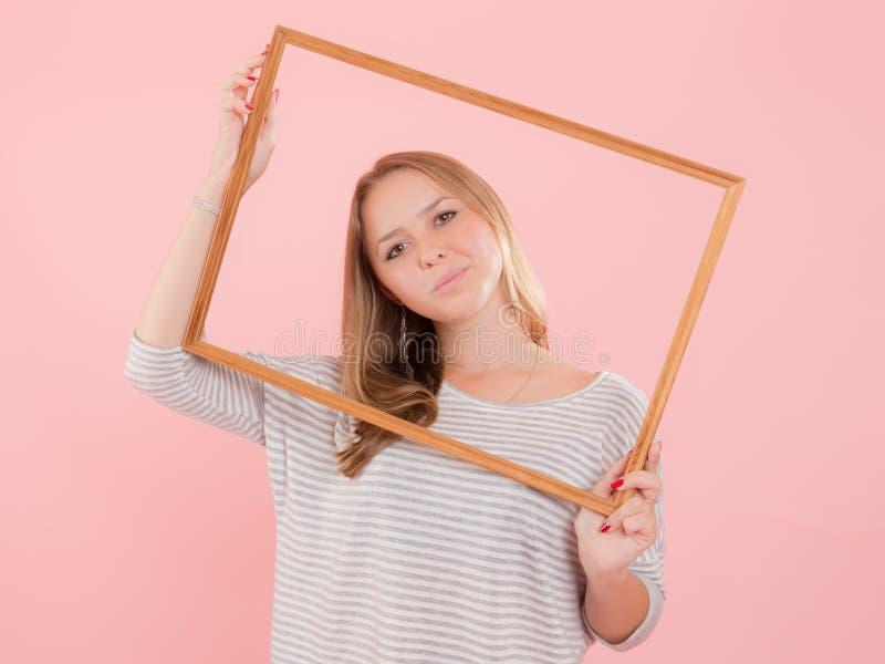 Девушка в рамке стоковые изображения