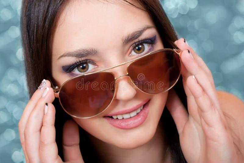 Девушка в солнечных очках стоковая фотография