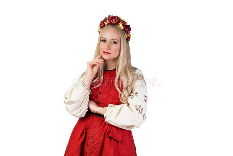 Девушка в украинском национальном костюме и с кроной цветка стоковые изображения rf