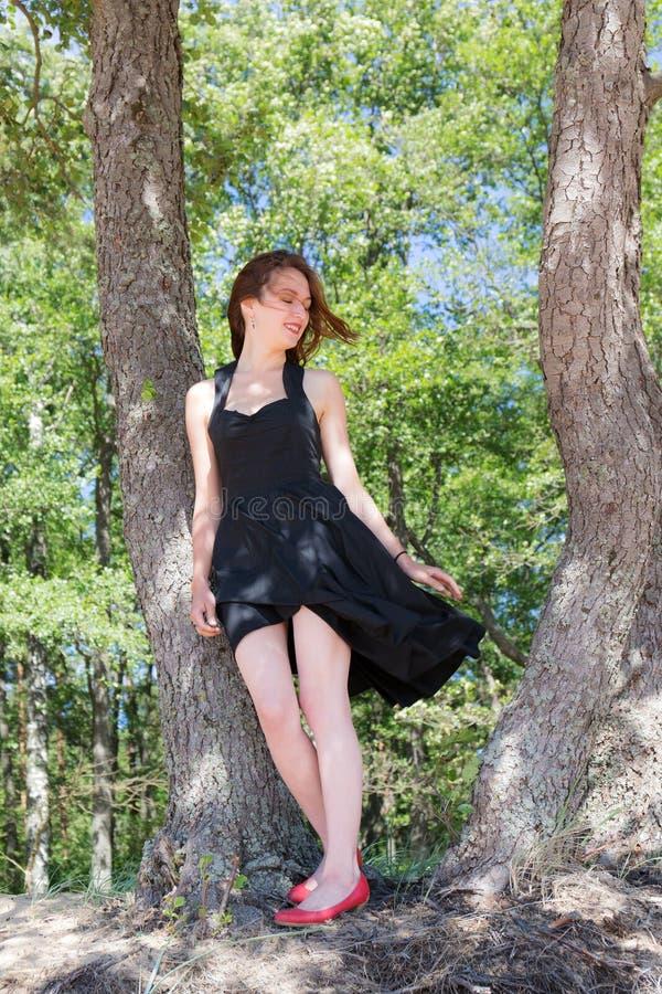 Девушка в черном платье стоковое фото rf