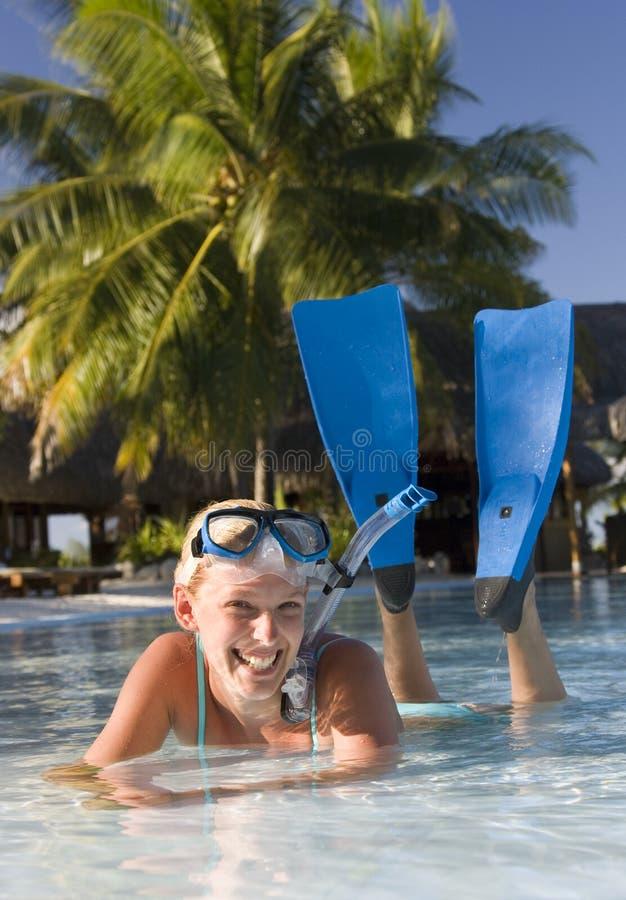 Девушка в шестерне snorkel стоковые изображения rf