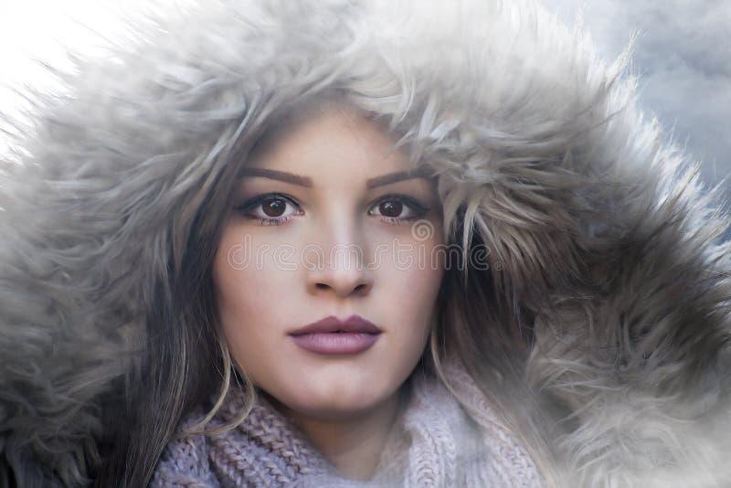 Девушка в chlothes зимы стоковые изображения