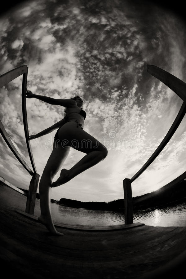 Девушка в swimsuit стоковое фото rf