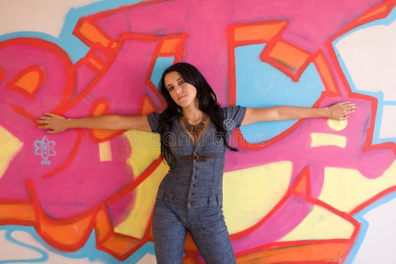 девушка джинсовой ткани catsuit стоковые изображения rf