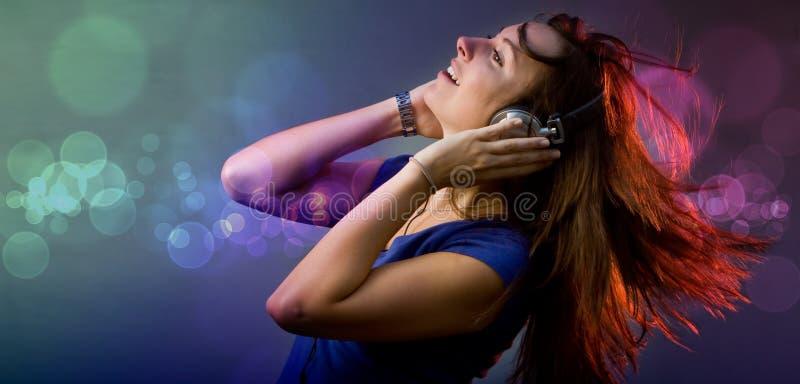 девушка диско диск-жокея стоковые фото