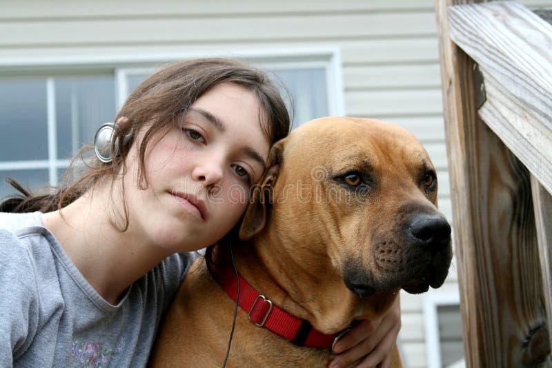 девушка друзей собаки стоковые изображения rf
