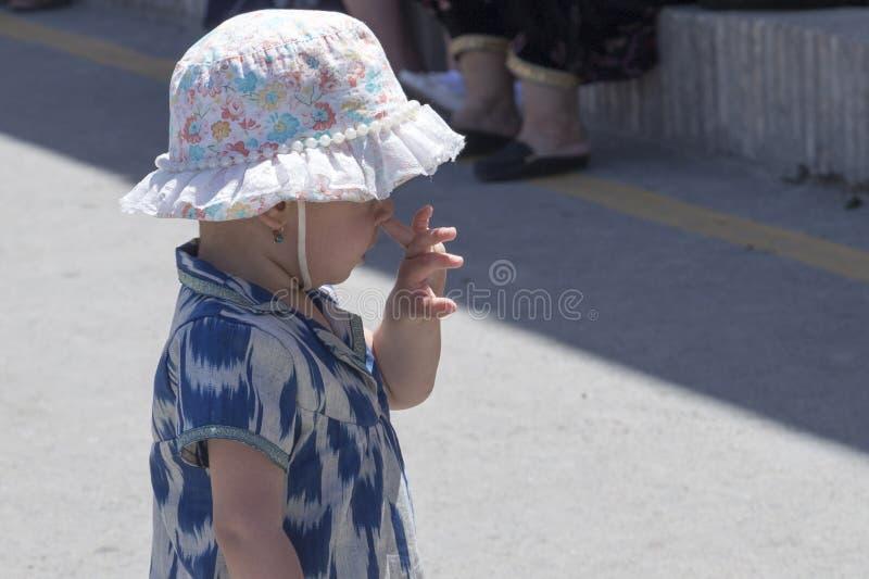 девушка ее маленькая рудоразборка носа стоковые фотографии rf