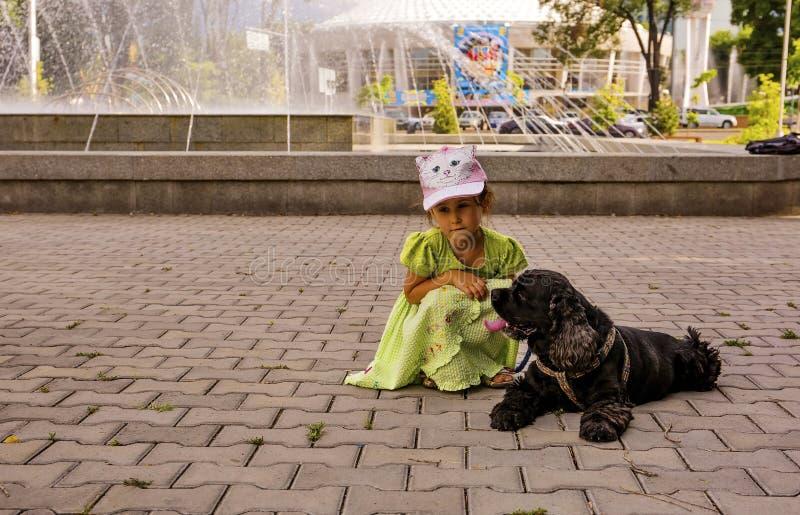Девушка ее собака стоковая фотография rf