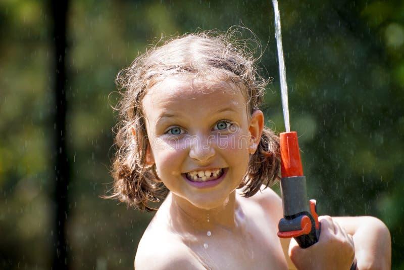 Девушка лета освежает стоковая фотография
