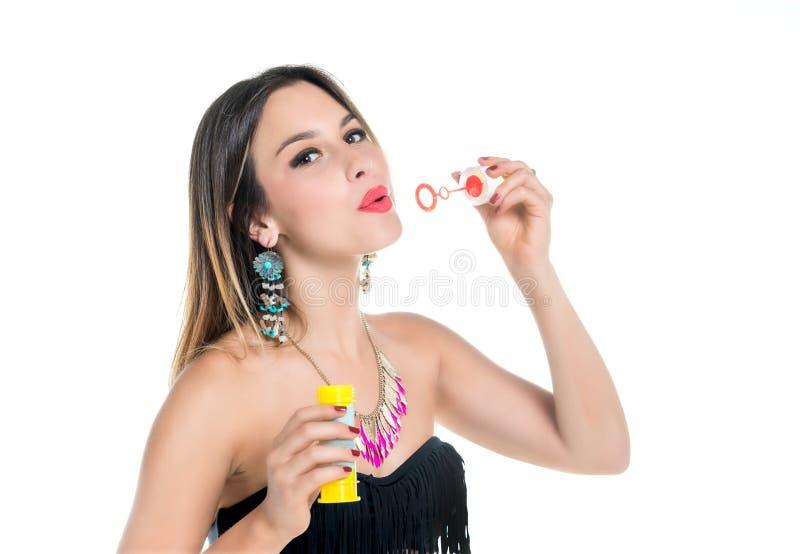 Девушка делая пузырь мыла стоковые фотографии rf