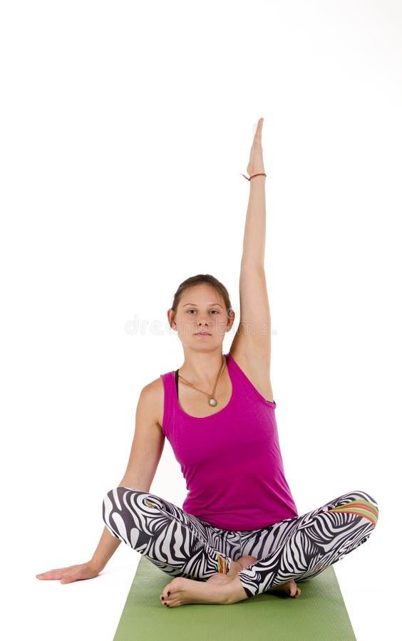 Девушка делая усаживание разминки стоковое изображение rf