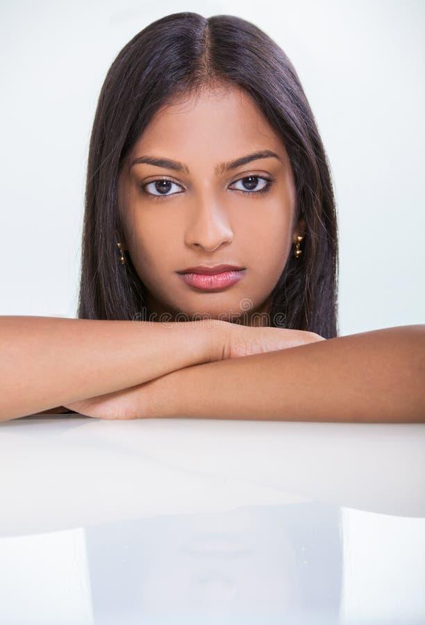 Девушка женщины портрета красивая азиатская индийская стоковые фотографии rf