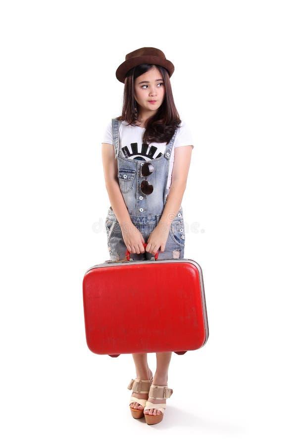 Девушка ждать, полное изолированное тело путешественника стоковая фотография