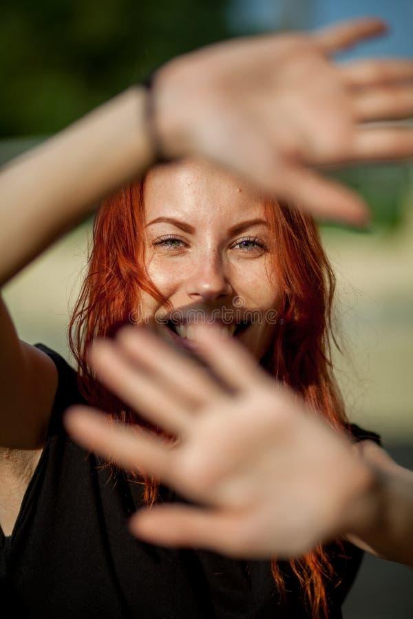 Девушка закрывает руки стоковое фото rf