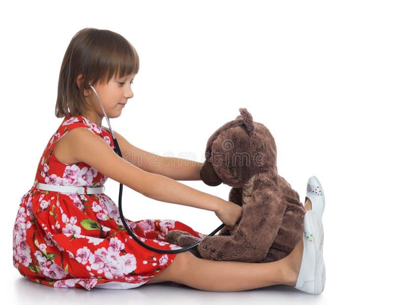 Девушка играет доктора стоковое фото rf