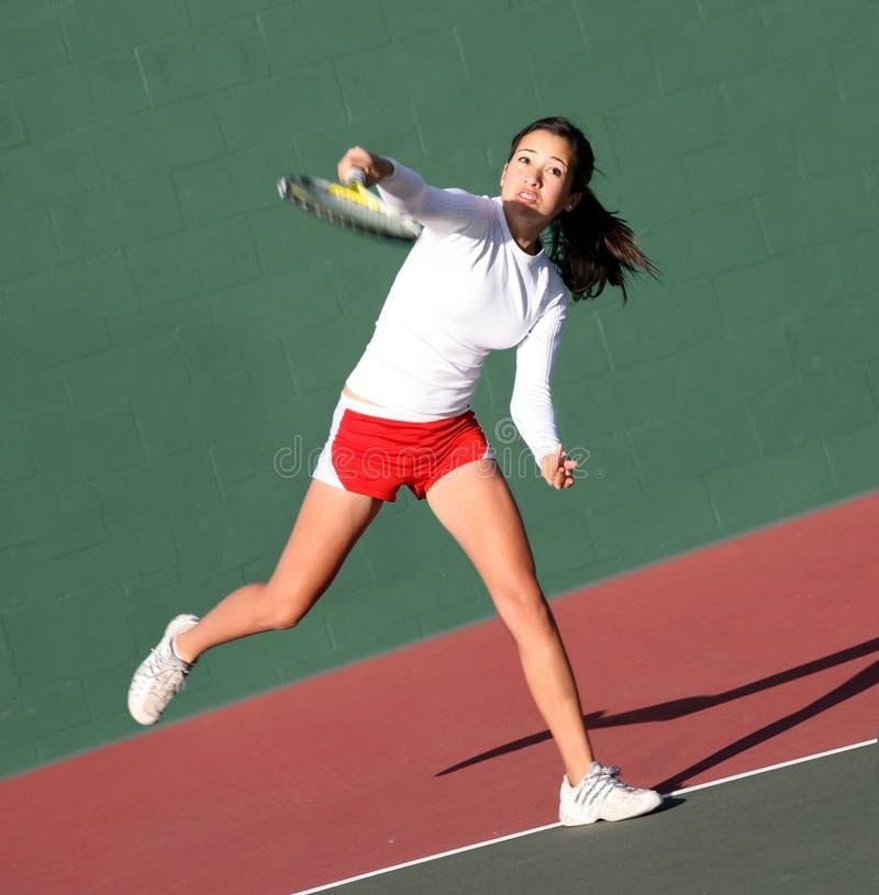 девушка играя теннис стоковые изображения rf
