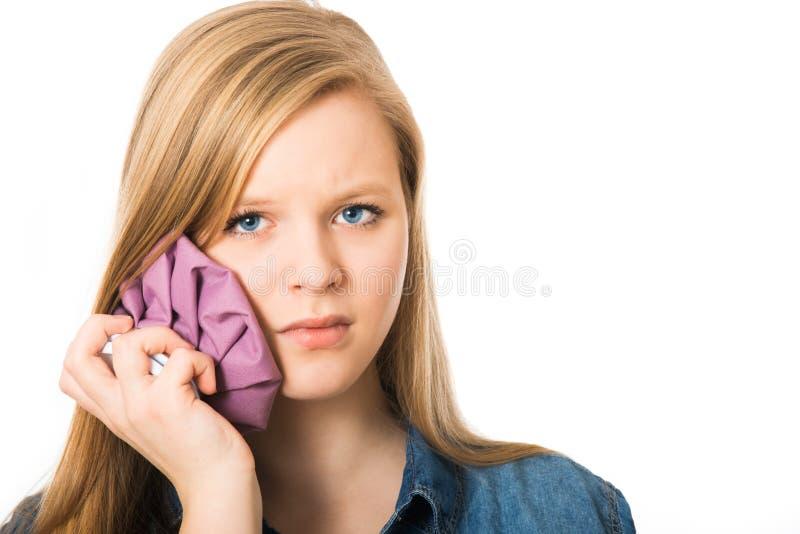 Девушка имеет боль зуба стоковое изображение rf