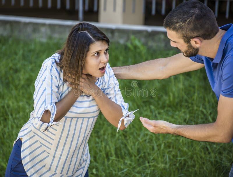 Девушка ища помощь пока she& x27; s ограничивая во время подавать стоковое изображение