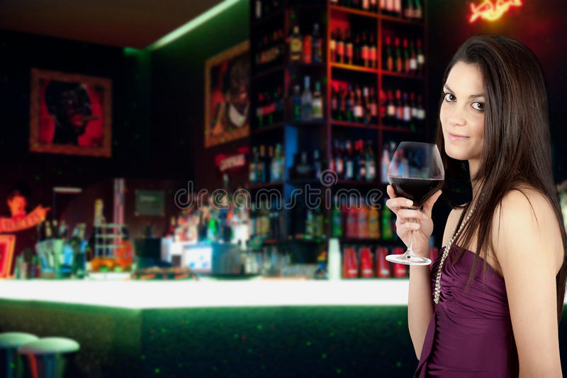 Девушка и вино стоковые изображения rf