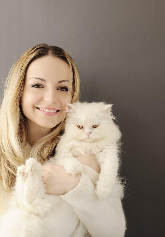 Девушка и кот стоковое фото rf