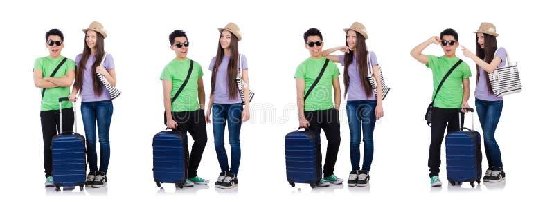 Девушка и мальчик с чемоданом изолированным на белизне стоковое фото rf