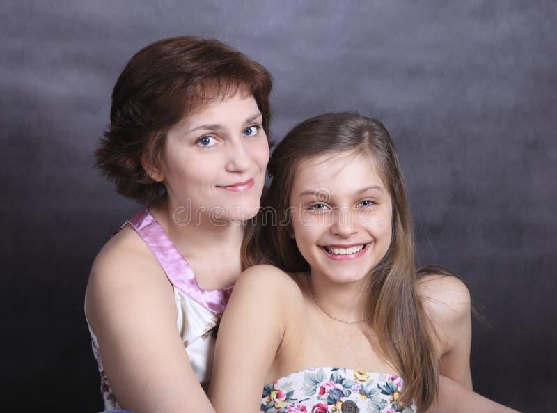 Девушка и мать стоковые изображения