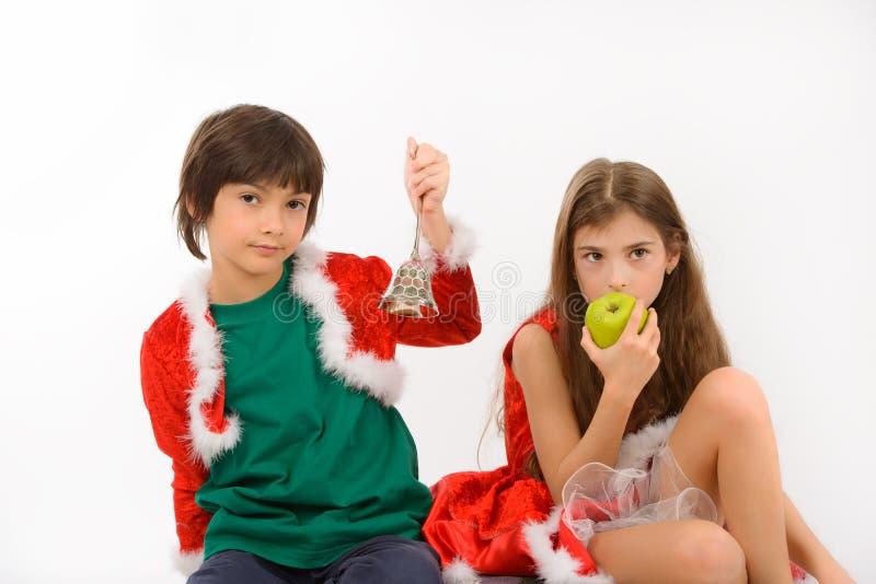 Девушка и обед плодоовощ мальчика стоковые фото