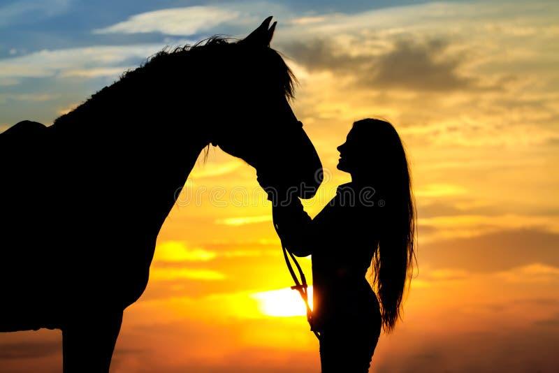 Девушка и лошадь стоковое изображение rf