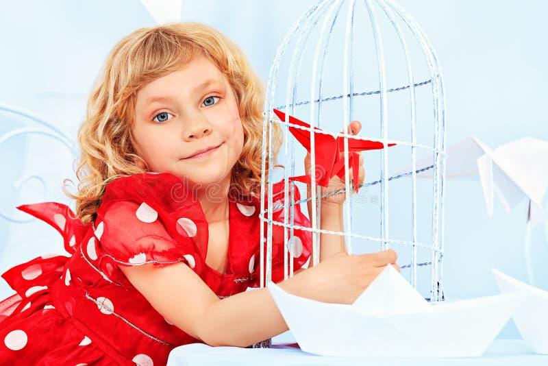 Девушка и птица стоковая фотография rf