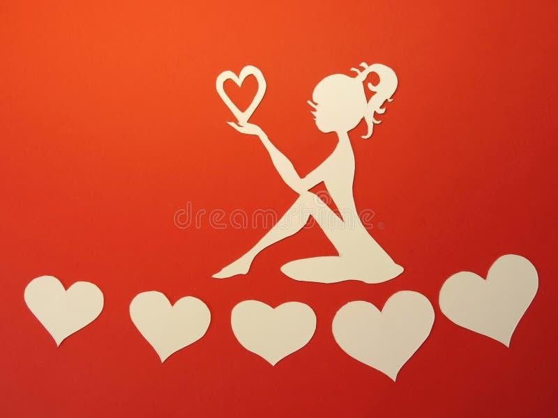 Девушка и сердца. Бумажное вырезывание. стоковое фото rf