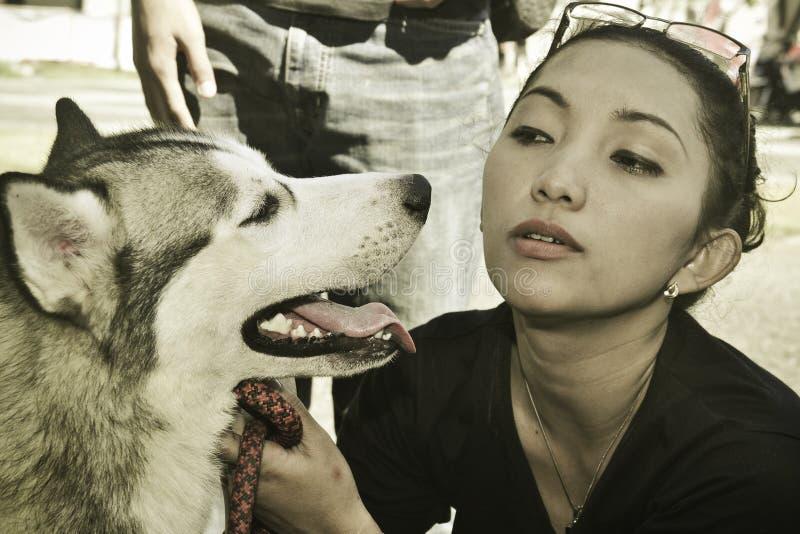 Девушка и собака стоковые изображения