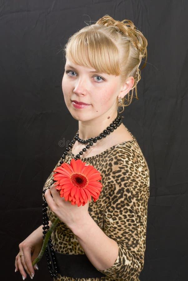 Девушка и цветок стоковые фото