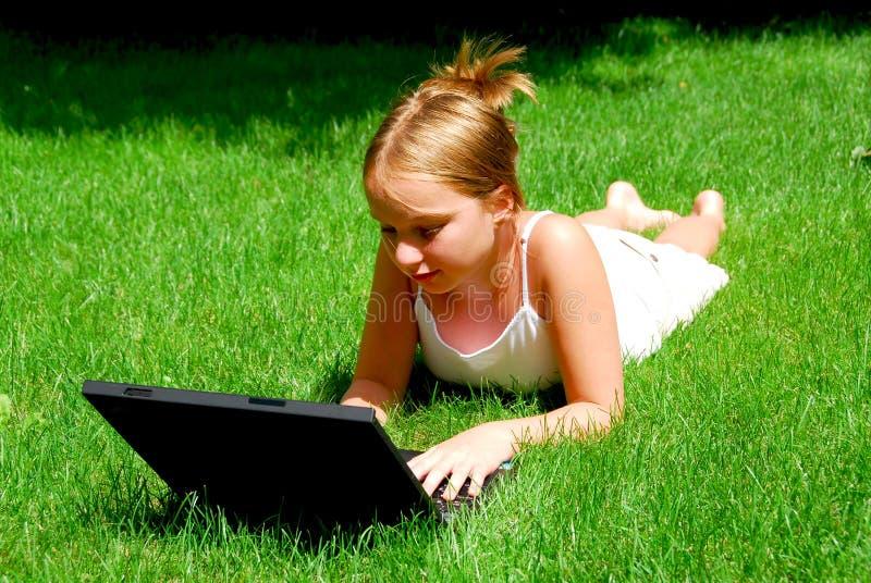 девушка компьютера стоковое фото rf