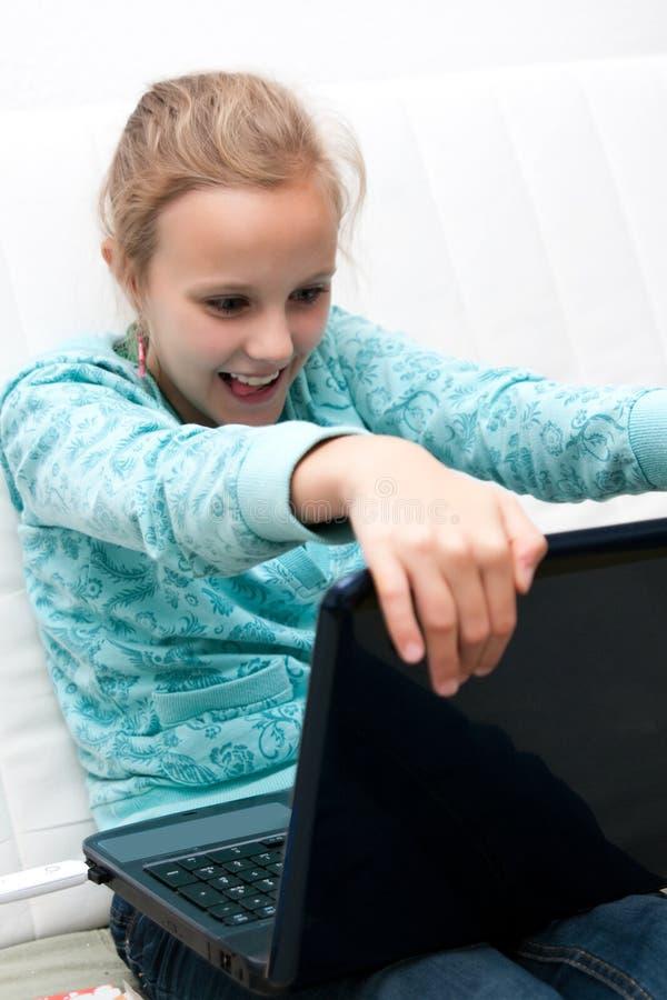 девушка компьютера стоковое изображение rf