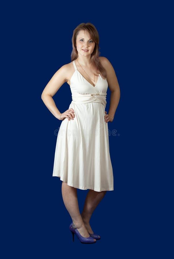 девушка красотки предпосылки голубая сверх стоковое изображение
