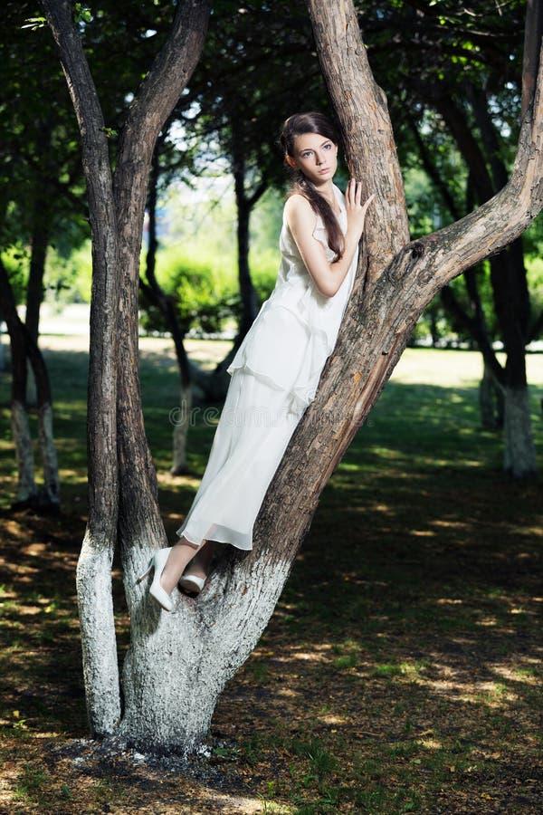 Девушка красоты романтичная внешняя стоковые фото