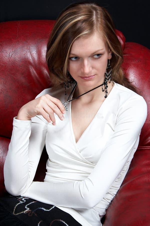 девушка кресла сексуальная стоковое изображение rf