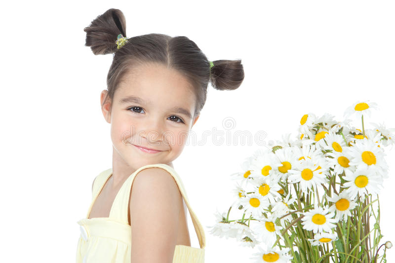 девушка маргариток букета немногая стоковое изображение