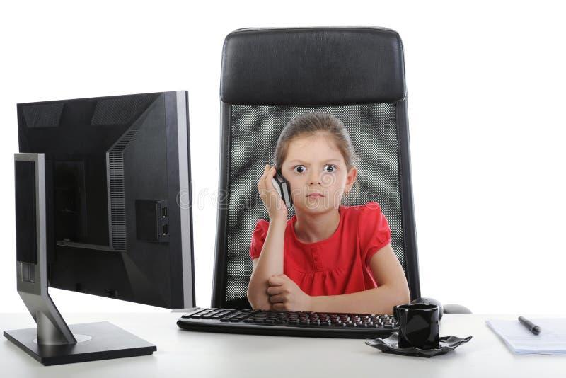 девушка меньший говорить телефона стоковая фотография rf